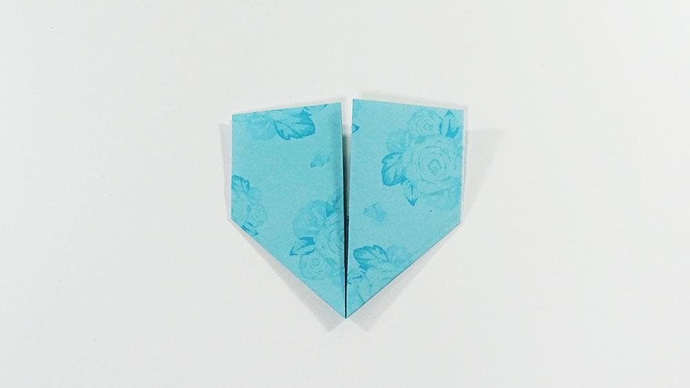 Origami marque-page en forme de coeur - étape 4b