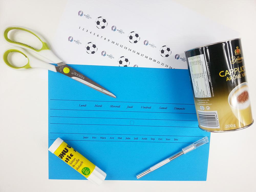 Matériel pour fabriquer un pot à crayon avec calendrier perpétuel