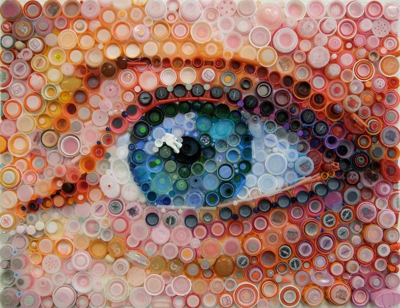 Reproduction d'un oeil avec des bouchons en plastique